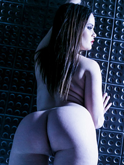 Nude Jenna J Ross glows by the bath