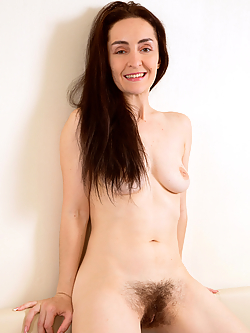 Di Devi strips and spreads her hairy snatch wide open