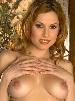 Jamie Lynn shaved pussy and golden bra