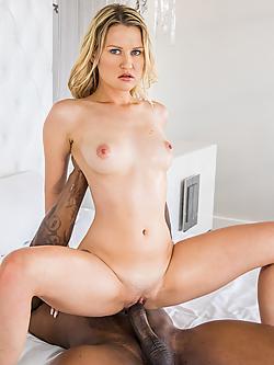 Lacey noir porno noir lesbiennes sissoring