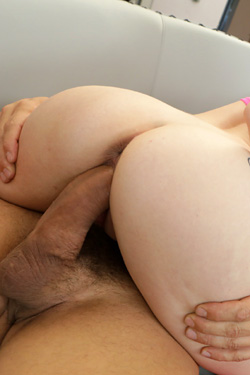 Jewels Jade devours his huge cock in the blistering sun