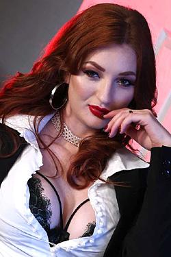 Espionage Porn - Zara DuRose turns corporate espionage into wild fucking